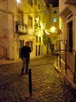 Ricardo sur le chemin du retour. Quelle ville charmante avec ses rues étroites et ses façades anciennes peu restaurées!